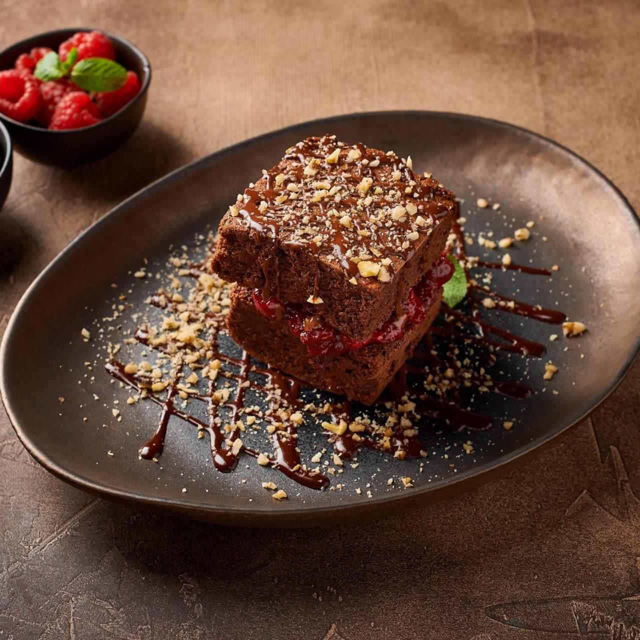 Шоколадный брауни с орехами 290